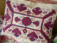 Cushion cover from parna Hungarian Embroidery, Folk Clothing, Hungary, Embroidery Patterns, Knits, Folk Art, Needlework, Stitching, Cushions