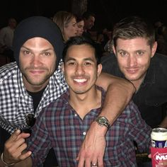 """Supernatural on Instagram: """"New picture of Jared and Jensen with handsome Rickey ( @rhodinh ) at Stubb's, Austin, TX.  Thank you so much Rickey for sharing your beautiful picture with us. #JaredPadalecki #Jared #Sam #SamWinchester #JensenAckles #Jensen #DeanWinchester #Dean #JaredPadalecki #Jared #Sam #SamWinchester #MishaCollins #Misha #Castiel #Cass #cas #supernatural #SPN #SPNfamily #supernaturalfandom #SPNfandom Credit : @rhodinh"""""""