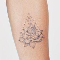 Hamsa Tattoo, Zen Tattoo, Chest Tattoos For Women, Back Tattoo Women, Baby Tattoos, Mini Tattoos, Tattoo Roman, Buda Tattoo, Thin Line Tattoos