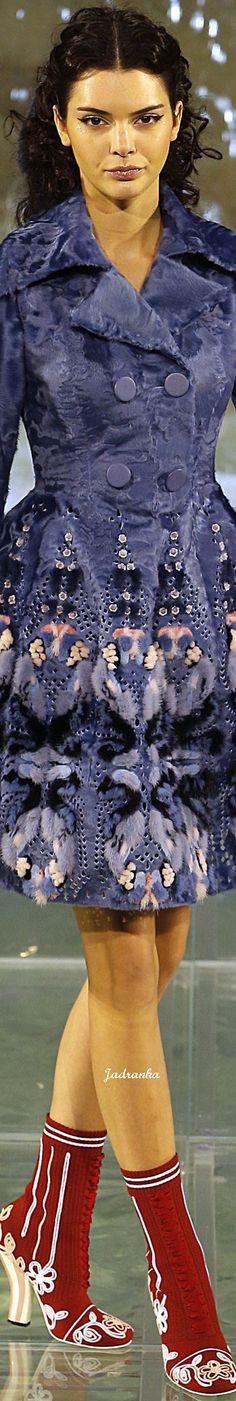 Fendi Fall 2016 Couture Fashion Show - Vogue Fur Fashion, Fashion Details, Couture Fashion, Runway Fashion, High Fashion, Fashion Show, Autumn Fashion, Fashion Looks, Womens Fashion