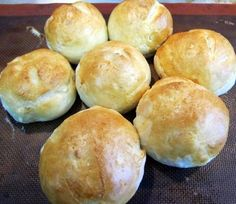 German Brotchen - If you like rolls with a tough crust, this is your roll. These are exactly like the rolls I ate when I lived in Germany. My brother found this recipe and had me test it out. Turns out really yummy. Austrian Recipes, German Recipes, Hard Rolls, German Bread, German Biscuits, German Desserts, Oktoberfest Food, Food Porn, Bread Rolls