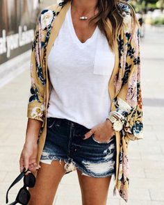 Amazing Summer Outfits To Impress Everyone - Wass Sell Source by Outfits verano Look Kimono, Kimono Outfit, Kimono Fashion, Boho Fashion, Autumn Fashion, Fashion Outfits, Fashion Women, Kimono Jacket, French Fashion