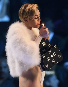 Weird style put on view at MTV EMA awards night! (view pics)