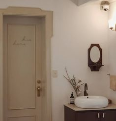 Ideas for hotel room door bathroom Wood Interior Design, Design Furniture, Interior Styling, Rustic Bathroom Vanities, Bathroom Interior, Modern Bathroom, Bathroom Lighting Design, New Bathroom Designs, Bathroom Ideas