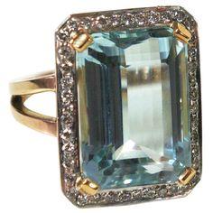 Art Deco aquamarine & diamond gold ring. Circa 1920s