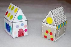 Coloring and decorating a gingerbread house in paper - Maman Nougatine - It was by opening his birthday gifts that Poupette discovered the famous tale of Hänsel & Gretel a - Preschool Crafts, Crafts For Kids, Hansel Y Gretel, Paper Houses, Process Art, Gingerbread, Fairy Tales, Birthday Gifts, Decorative Boxes