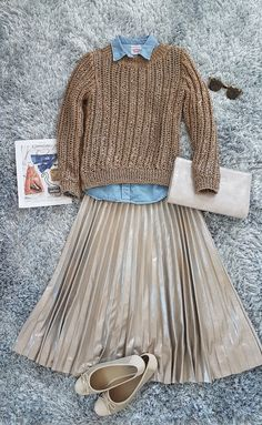 Pleated skirt (Zara) with denim shirt (Levi's) and gold knit sweater (Massimo Dutti) Zara Pleated Skirt, Pleated Skirt Outfit, Zara Skirts, Skirt Outfits, Fall Outfits, Knit Sweater Outfit, Sweater Skirt, Pleaded Skirt, Skirt Fashion