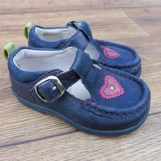 SIZE UK 4.5 G CLARKS FIRST SHOES ALANA BLUE T-BAR WITH PINK HEART DETAIL | eBay