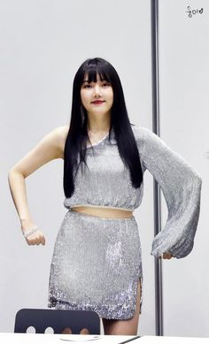 Tweet nội dung bởi 융이回ユンちゃん (@greatgfriend) / Twitter Lace Skirt, Sequin Skirt, The Most Beautiful Girl, Kpop Fashion, Pop Group, Korean Singer, South Korean Girls, Pin Up, Dancer