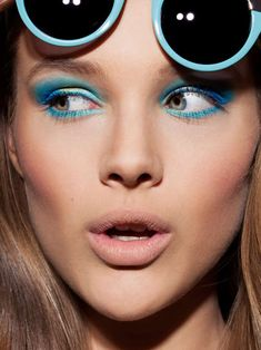 33 Neon Eyeshadow Editorials - From Neon Beauty Photoshoots to Bright Butterfly Eyelashes (TOPLIST)