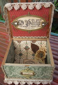 Mona Lisa Cigar Box by Martica Designs Cigar Box Diy, Cigar Box Crafts, Altered Cigar Boxes, Diy Box, Decoupage Suitcase, Cigar Box Projects, Bottle Box, Hat Boxes, Pretty Box