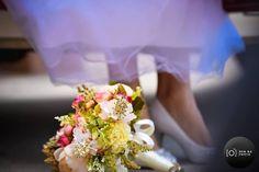 Muito amor pelos detalhes que o pessoal da @bemnaphoto.oficial consegue captar com maestria!  Da série guardar para suspirar.... pra sempre.  Orçamentos  (11) 2924-3979 no e-mail: contato@bemnaphoto.com.br ou no instagram @bemnaphoto.oficial  #bemnaphoto #fotoevídeo #fotografia #photo #filmagemdecasamento #casamento #wedding #préwedding #ceub #casaréumbarato #guiaceub #felicidade #love #voucasar #noivos #noivasrj #parperfeito #alianças #aliança #aliançadecasamento #buquê #flores…