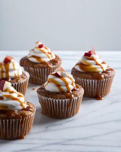Vegan Caramel Apple Cupcakes with Aquafaba Marshmallow Frosting | picklesnhoney.com