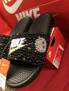 Customize your own sandals with a SprinkleMyFeet birthday party! Nike Flip Flops, Bling Flip Flops, Nike Flats, Sneakers Nike, Nike Outfits, Fitness Outfits, Cute Slides, Nike Pros Sports Bras, Bling Shoes