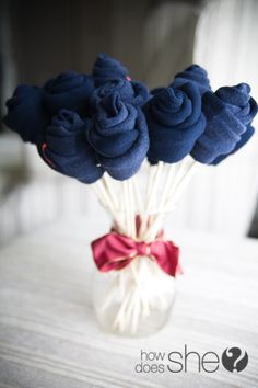 Sock Bouquet- What a great idea for baby showers!  Instead of socks you could use washclothes, onesies......etc.