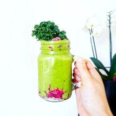 Sweet smoothie au kale Vegan Detox, Kale, Smoothie, Mason Jars, Blog, Drink, Mugs, Tableware, Sweet