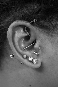 Such a cool piercing. A conch, dath, forward helix all in one. Such a cool piercing. A conch, dath, forward helix all in one. Piercings Tumblr, Cute Ear Piercings, Unique Body Piercings, Et Tattoo, Tattoo Und Piercing, Barbell Piercing, Forward Helix Piercing, Industrial Piercing, Ear Piercings