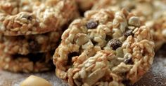 Vegan Cookie Recipe: Healthy Rolled Oats Oatmeal Nut Cookies Substitute these for breakfast bars! Healthy Cookie Recipes, Healthy Cookies, Healthy Sweets, My Recipes, Dessert Recipes, Cooking Recipes, Favorite Recipes, Cookies Vegan, Recipies