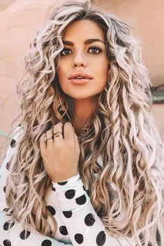 Boho-Inspired Perm ❤️ Don't believe that spiral perm is still a thing? Our ideas will make you change your mind! Awesome loose curls for medium thin hair, layered stacked bob with bangs, tight hairstyles for long hair, and Spiral Perm Long Hair, Curls For Long Hair, Long Curly Hair, Curly Hair Styles, Perms Long Hair, Spiral Perms, Curly Girl, Loose Curl Perm, Loose Curls