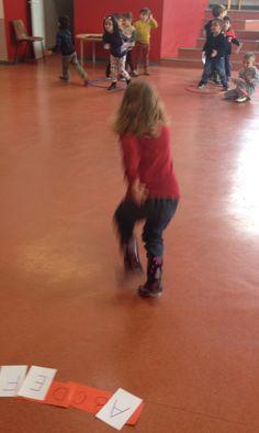 2 Montessori Activities, Kindergarten Activities, Script, School, Sports, Ms, Petite Section, Animation, Peda