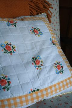 pillow Soft Furnishings, Quilts, Blanket, Pillows, Bed, Home, Stream Bed, Reupholster Furniture, Quilt Sets