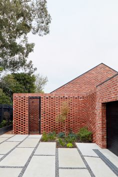 breathe architecture wraps bardolph gardens house in recycled brick façade in australia Brick Architecture, Australian Architecture, Australian Homes, Sustainable Architecture, Modern Townhouse, Townhouse Designs, Brick Siding, Brick Facade, Eco Construction