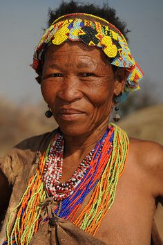 Women from Bushman tribe, South Africa. Maybe Asians are the descents of the africans from the bushman tribe. African Tribes, African Countries, Himba People, Namaste, Tribal People, Tribal Women, Hunter Gatherer, Portraits, African Culture