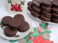 Aleda konyhája: Csokoládé krémes isler Hungarian Recipes, Hungarian Food, Food And Drink, Pudding, Cookies, Cake, Desserts, Seasons, Crack Crackers