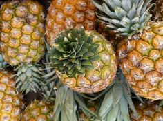 pineapple juice :how to make pineapple juice with easy healthy juice recipes Healthy Juice Recipes, Healthy Juices, Healthy Fruits, Healthy Eating, Yogurt Recipes, Healthy Foods, Pinapple Smoothie Recipes, Easy Smoothies, Fruit Smoothies