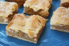 Pie Bars Apple Pie Bars recipe from Jenny Jones () - Easy oil crust, no butter or shortening.Apple Pie Bars recipe from Jenny Jones () - Easy oil crust, no butter or shortening. Dessert Dips, Apple Dessert Recipes, Köstliche Desserts, Baking Recipes, Delicious Desserts, Yummy Food, Apple Pie Recipe Easy, Easy Apple Desserts, Apple Crisp Bars Recipe