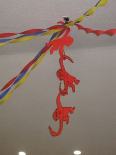 Toy Story Party Decor… Barrel of Monkeys streamers. I'm thinking red poster board & a Sharpie for this one. Toy Story Baby, Toy Story Theme, Toy Story Birthday, Boy Birthday, Birthday Ideas, Disney Birthday, 3rd Birthday Parties, Birthday Party Decorations, Woody Party