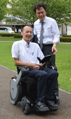 KURUME, Fukuoka -- A research group has developed an automatic wheelchair that responds to voice commands, and performed a demonstration of the technology Aug. 21, 2017 - Courage Kenny Rehabilitation Institute.
