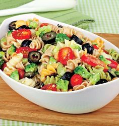 Here is a colorful, tasty pasta salad that is easy to make. It is the perfect side at any BBQ or picnic. Dairy Free Recipes, Vegan Recipes, Cooking Recipes, Summertime Salads, Salad With Sweet Potato, Broccoli Salad, Broccoli Florets, Soup And Salad, Pasta Salad