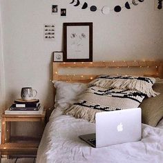 Bedroom Ideas A very handy collection of great examples for really luxurious home decor bedroom cozy Bedroom Decor idea number pinned on 20181201 Cozy Bedroom, Bedroom Apartment, Dream Bedroom, Home Decor Bedroom, Bedroom Ideas, Winter Bedroom Decor, Small Bedroom Inspiration, Bedroom Modern, Design Bedroom