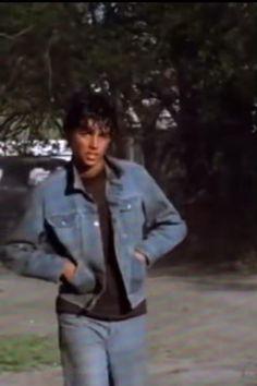 The Outsiders Johnny, The Outsiders 1983, The Outsiders Imagines, Johnnycake, Karate Kid Movie, Brat Pack, Ralph Macchio, Kids Series, Father Figure
