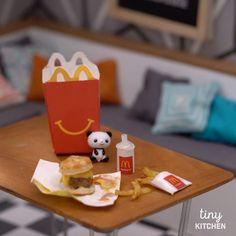 """116.7 tuhatta tykkäystä, 4,229 kommenttia - Tiny Kitchen by Tastemade (@tinykitchentm) Instagramissa: """"Tiny McDonald's Happy Meal 🍔🍟❤️ #happymeal #mcdonalds #burger #fries #tinykitchen #tastemade"""""""