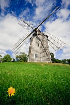 Hook Mill ~ East Hampton, New York Beautiful site Great Places, Places Ive Been, Beautiful Places, Places To Visit, Hamptons House, The Hamptons, Long Island Ny, East Hampton, Le Moulin