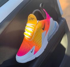 Nike airmax zum Verkauf in dallas. Cute Sneakers, Sneakers Mode, Sneakers Fashion, Shoes Sneakers, Women's Shoes, Basket Style, Fly Shoes, Nike Air Shoes, Aesthetic Shoes