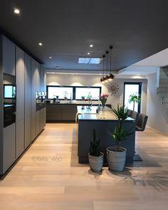 homes interior ideas Kitchen Room Design, Modern Kitchen Design, Home Decor Kitchen, Modern House Design, Interior Design Kitchen, Home Design, Interior Decorating, Inspire Me Home Decor, Home Decor Shops