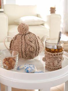 Mit diesem süßen Kannenwärmer bleiben Tee und Kaffee garantiert länger warm. Hier geht es zur Anleitung für den Kannenwärmer!
