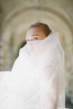 Veil from from Peachy Wedding Inspiration Wedding Headpiece Vintage, Flower Headpiece Wedding, Bridal Headpieces, Modern Wedding Venue, Wedding Blog, Destination Wedding, Modern Wedding Inspiration, Ethereal Wedding, Elegant Bride