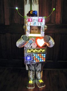 SUUUUUPER cute robot costume. I need this in big kid size...
