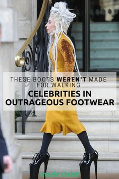 30 Times celebrities wore the most uncomfortable-looking shoes ever. Runway Fashion, High Fashion, Fashion Shoes, Womens Fashion, Fashion Top, Walking In High Heels, Latest Shoe Trends, Green Shoes, Fashion Stylist