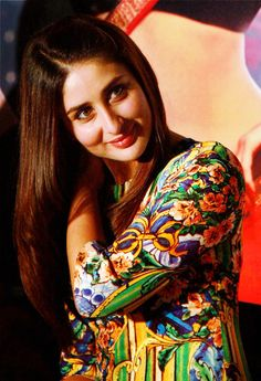 "Kareena Kapoor spotted the promotion of her upcoming movie ""Heroine"". Indian Celebrities, Bollywood Celebrities, Bollywood Actress, Randhir Kapoor, Kareena Kapoor Khan, Hollywood Actress Photos, Hollywood Heroines, Bollywood Stars, Bollywood Fashion"