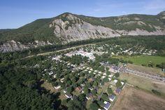 Camping***** La Plage Fleurie - Vallon Pont d'Arc #Camping #Gorges #Plage #Ardeche #Mobilhome #VueAerienne