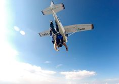 #skydiving #skydive #tandemjump #tandemskydive #tandemskydiving #cessna #cessna172 #freefall #adrenaline #bucketlist #timisoara #arad #oradea #romania #parachute #uptvector #diverdriver #gojumpro Tandem Jump, Cessna 172, Foto Transfer, Skydiving, Club, Fighter Jets, Aircraft, Tattoos, Aviation