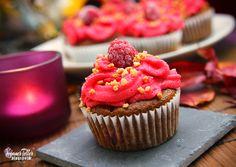 Veganer Teller: Himbeer Muffins mit Schokosplittern & Cupcakes mit Mandel Frosting | VEGAN |