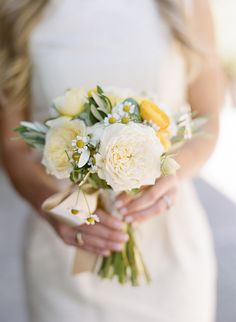 soft yellow #bridalbouquet fromo #brownpaperdesign and #silvanadifranco