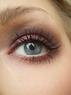 MUS Hightechlighter Platina  MAC Eyeshadow Vainglorious