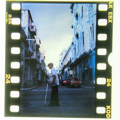 #cuba #karibik #caribbean #havana #diapositiv #perforation #kodak #oldman #street Havana, Cuba, Caribbean, Times Square, Memories, Street, Travel, Voyage, Souvenirs